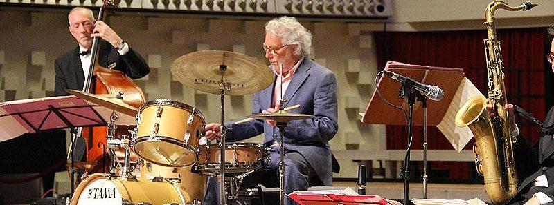 De 82-jarige drummer Chris Dekker